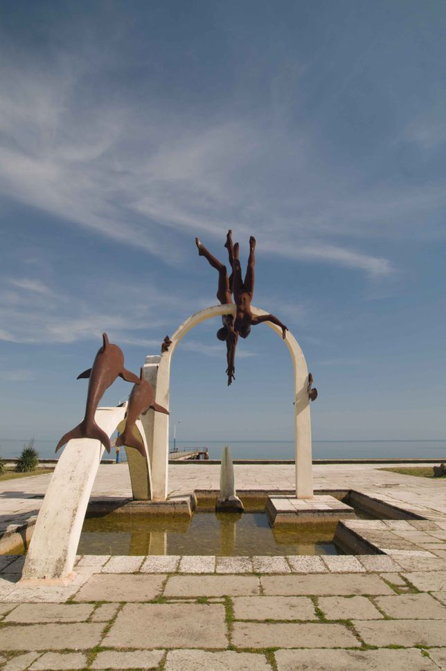Pitsunda beach statue