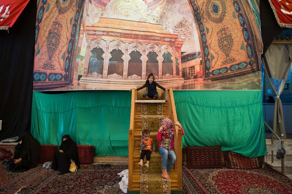 Interior of Chehel Astaran mosque, Qom