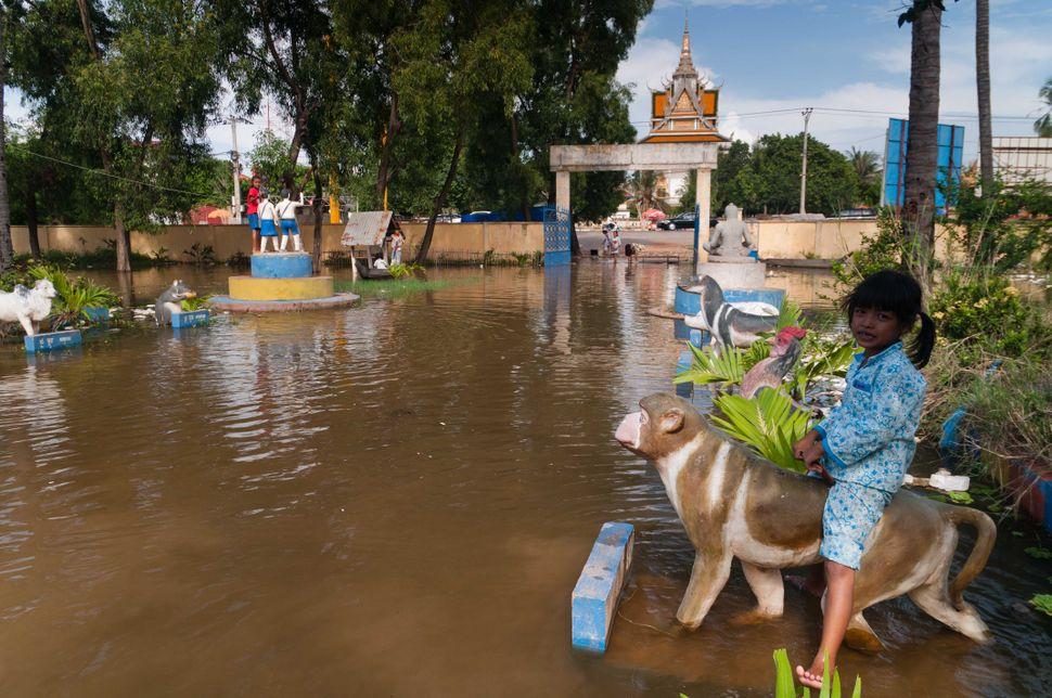 Flooded school, Preak Leap, 3
