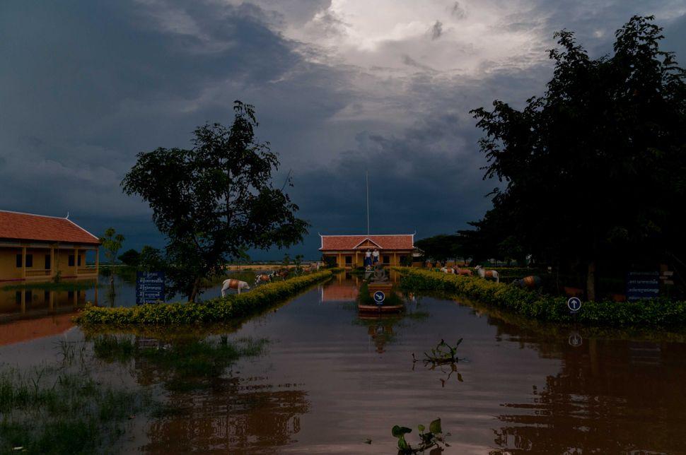 Flooded school, Preak Leap, 5