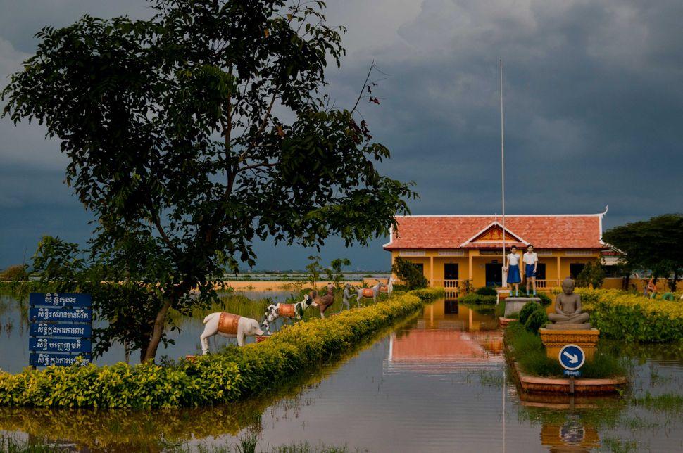 Flooded school, Preak Leap, 7