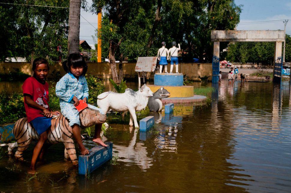 Flooded school, Preak Leap