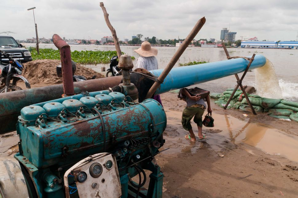 Water pump, Phnom Penh, 2
