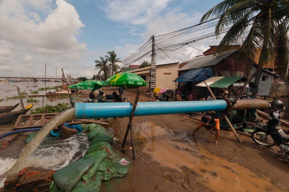 Water pump, Phnom Penh