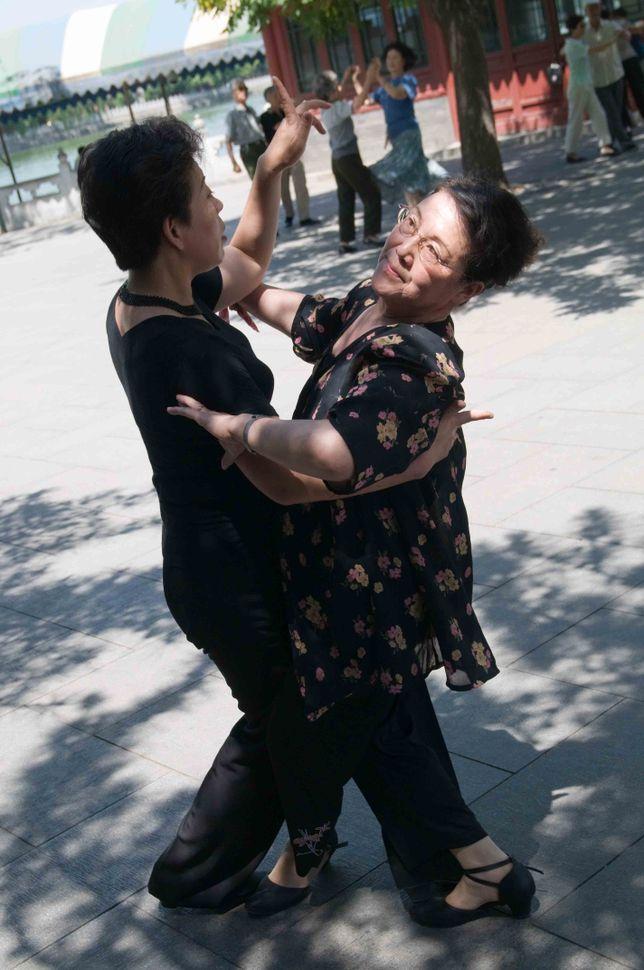 Beihai Park - Tango dancers