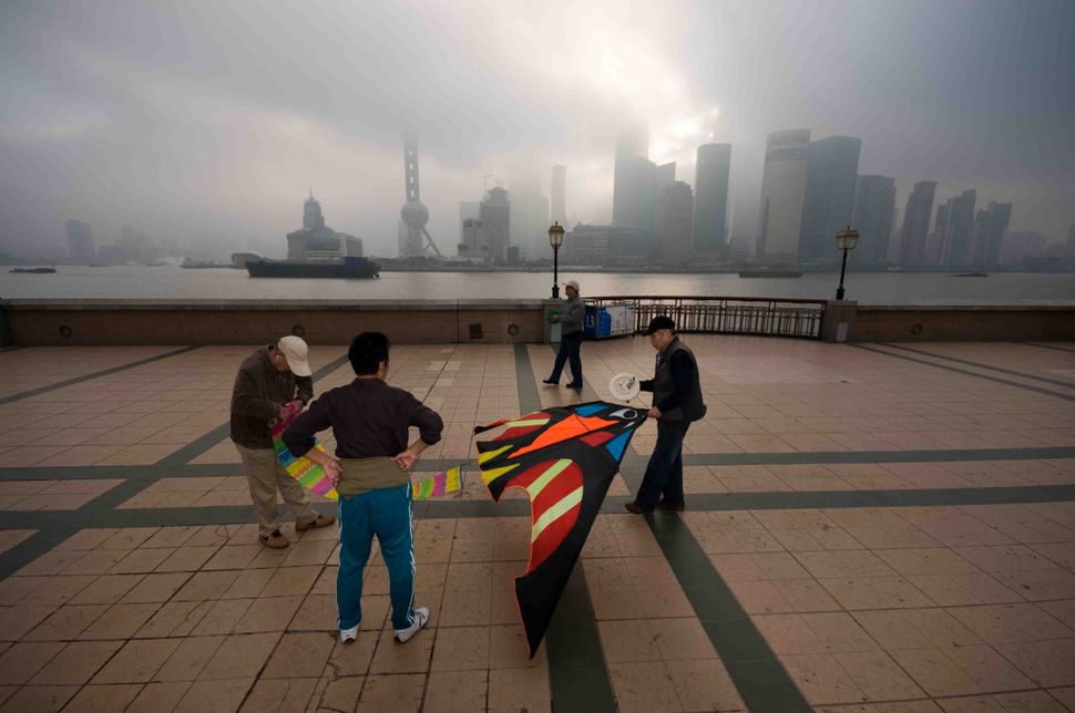 Kites on the Bund 2