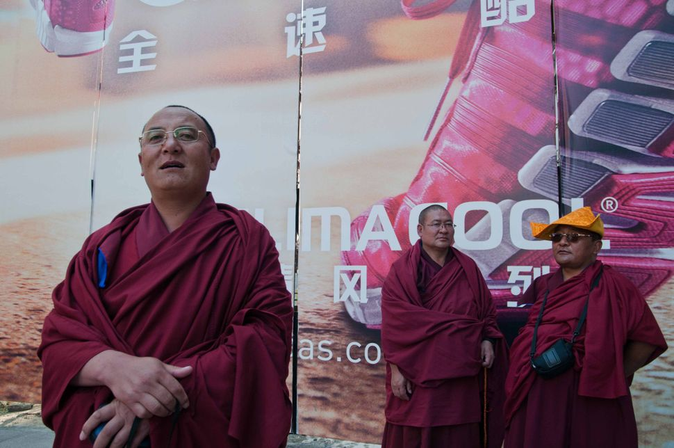 Qinghai monks on Nanjing Lu