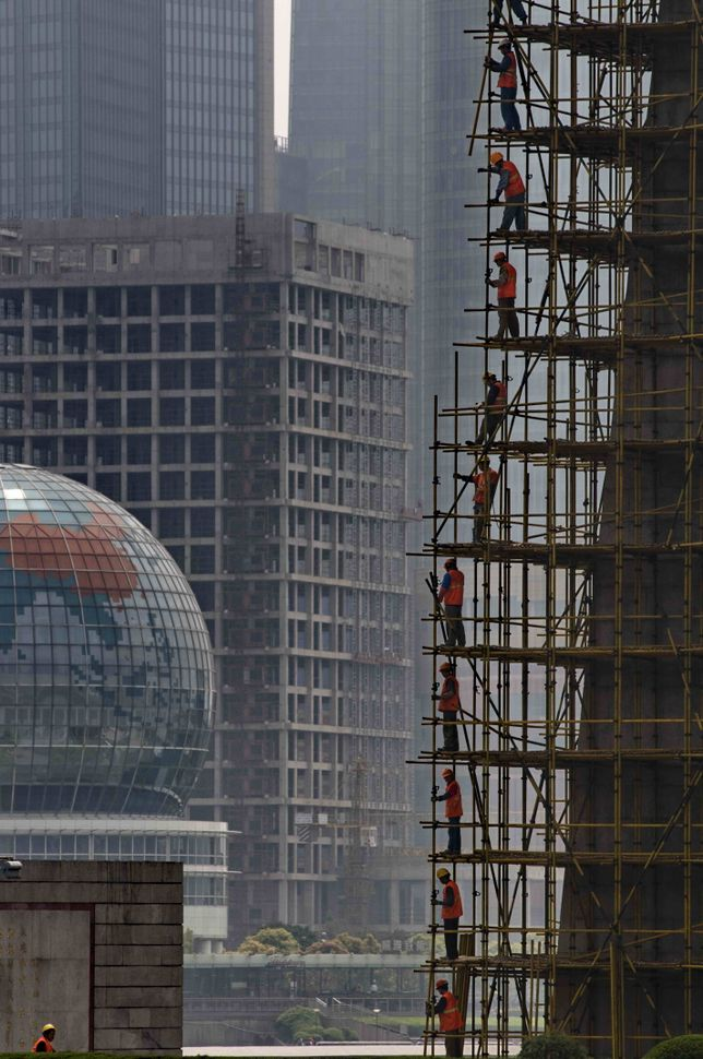 Shanghai - Human ladder