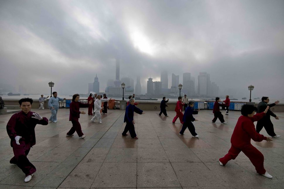 Tai Chi on the Bund 2