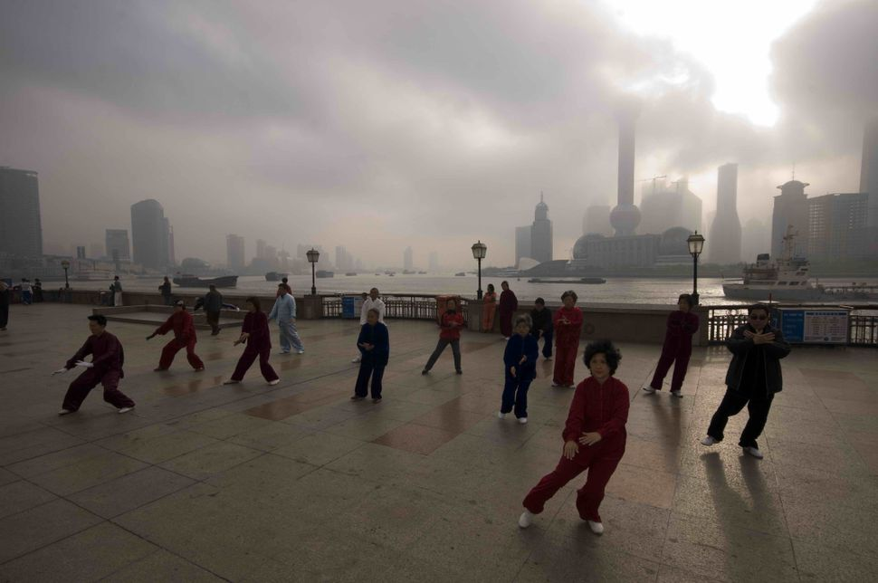 Tai Chi on the Bund 3
