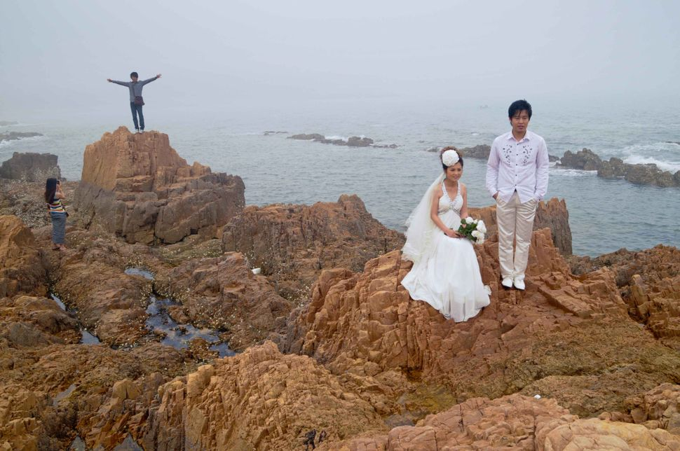 Badaguan, couple in the fog, Qingdao