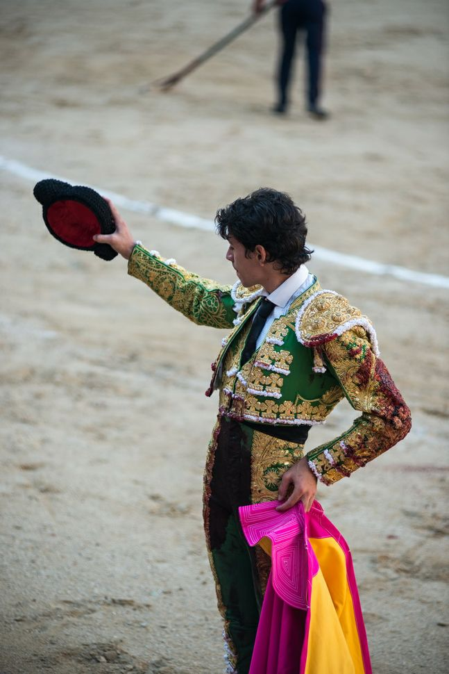 Diego Fernàndez - saluting the spectators