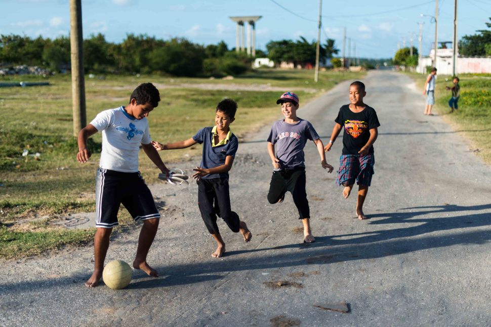 La Reina neighbourhood, Cienfuegos - Kids playing football