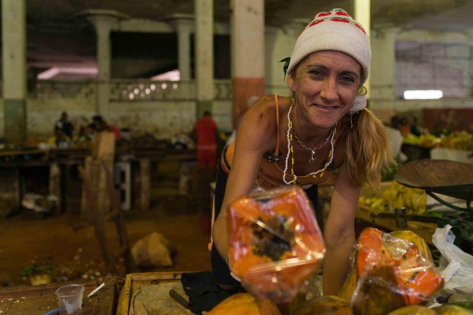 Fruit vendor, Cerro market, 2