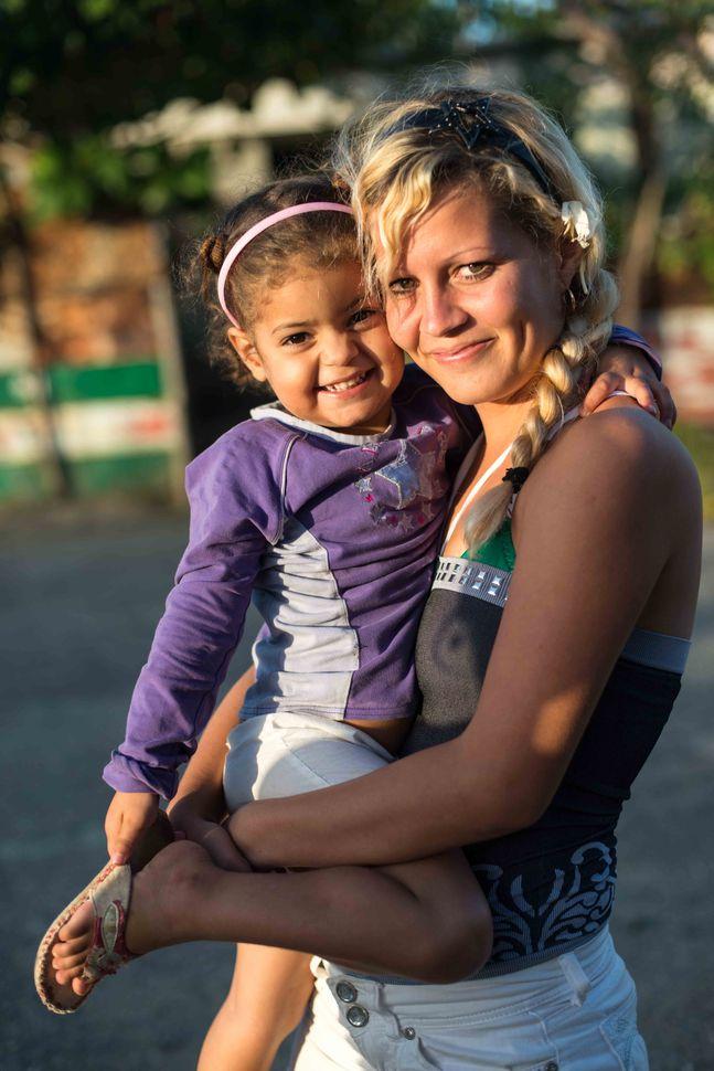 La Reina neighbourhood, Cienfuegos - Mother and daughter