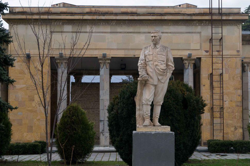 Stalin museum, Gori, Stalin statue