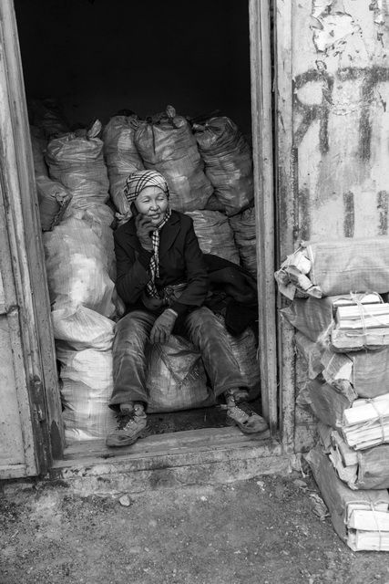Ulan Bator - Ger district - Firewood vendor 2