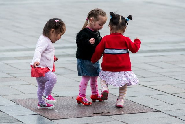 Ulan Bator - Girls playing in Sukhbataar Square