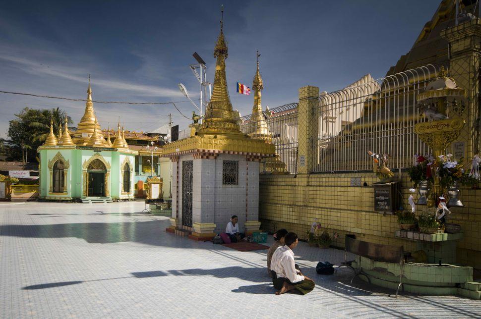 Inside Botahtaung Pagoda 3