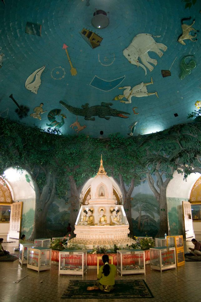 Prayer room inside Maha Wizaya Pagoda