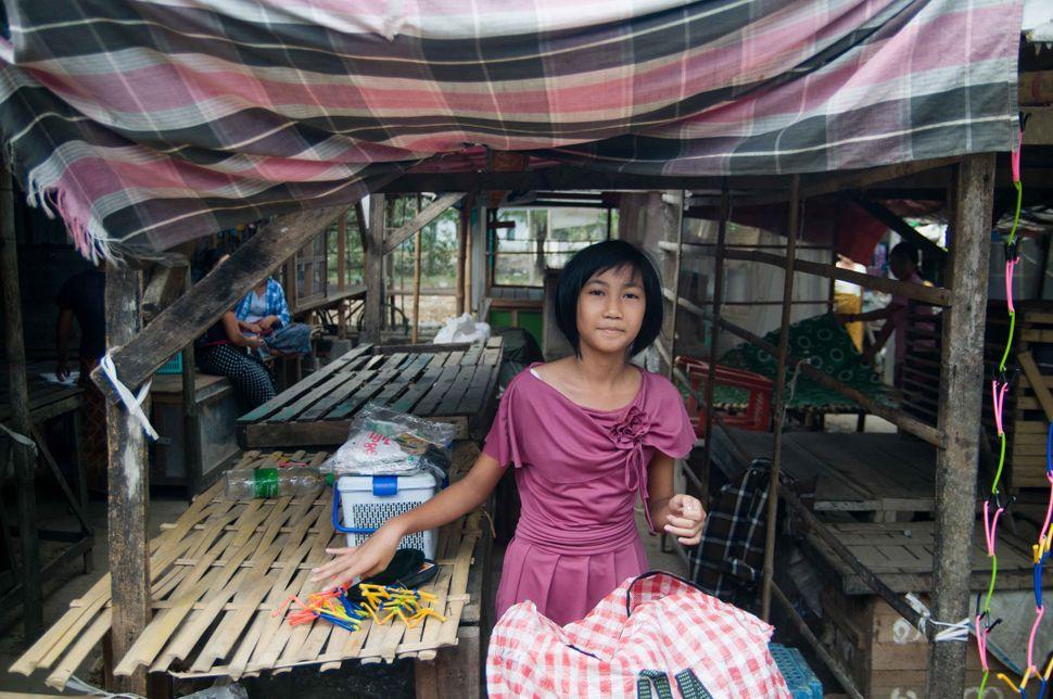 Shoe vendor, Dalah