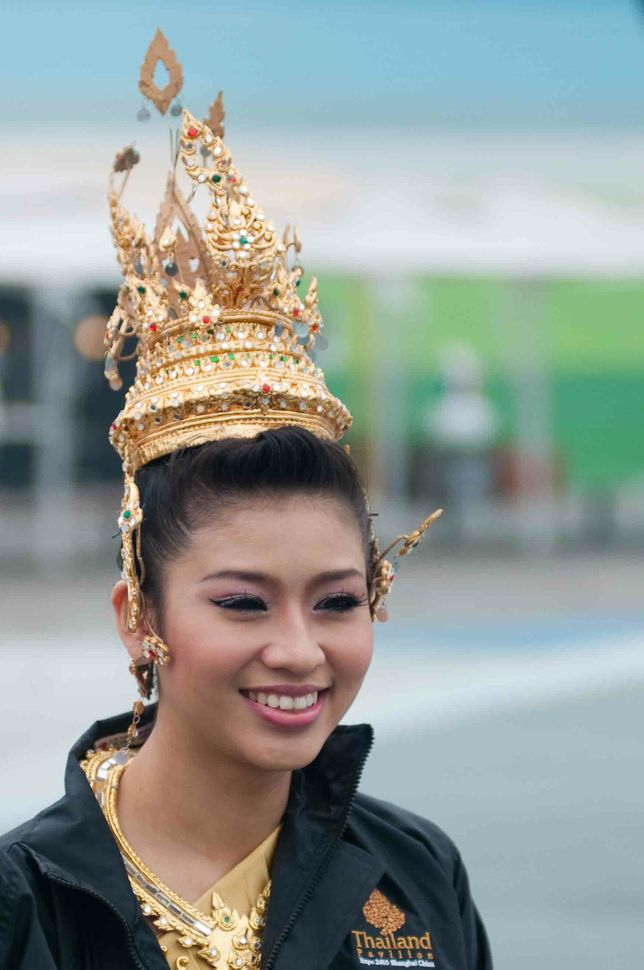 Thai performer on the way to the show