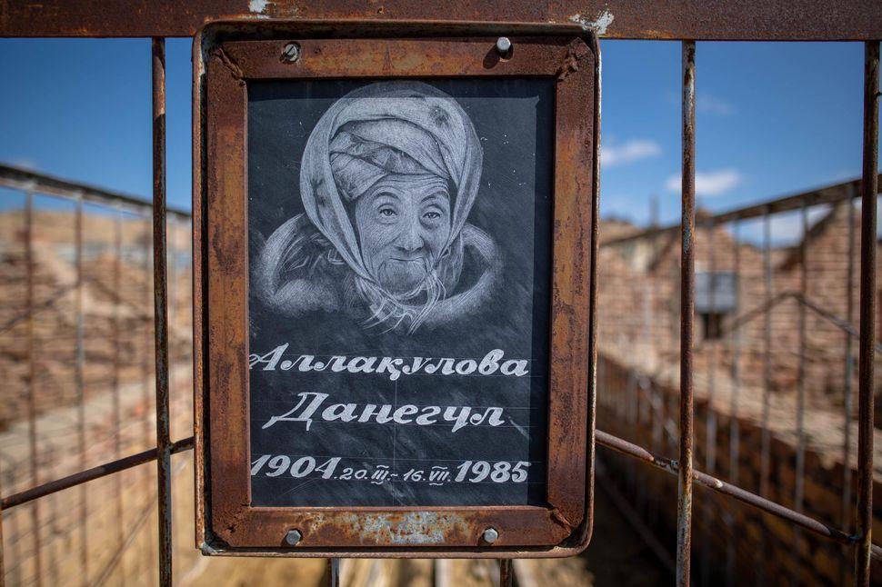 Muslim grave, Mizdakhan cemetery