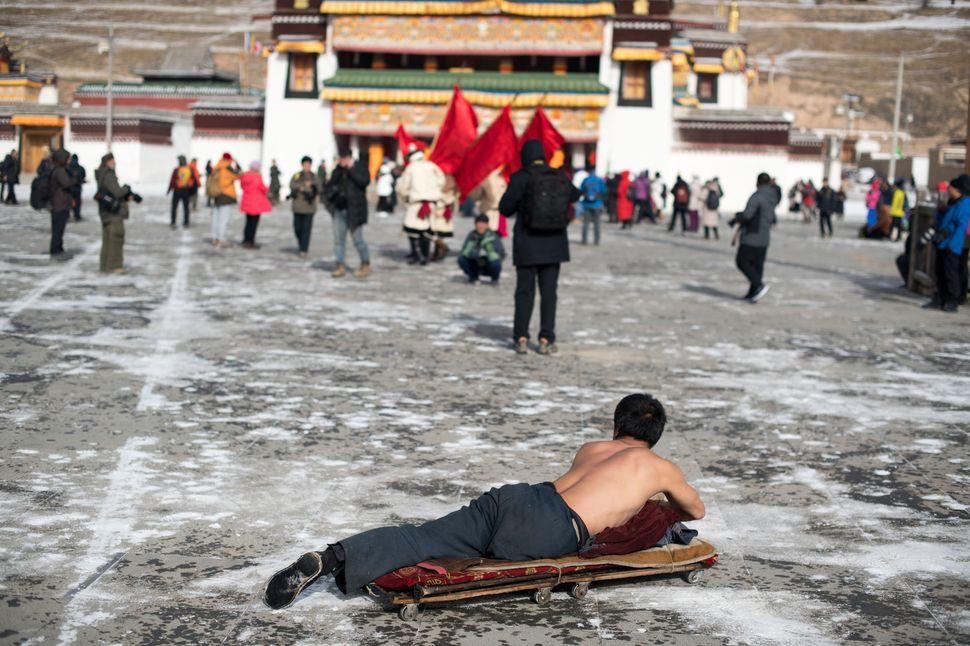 Xicang Monastery parade