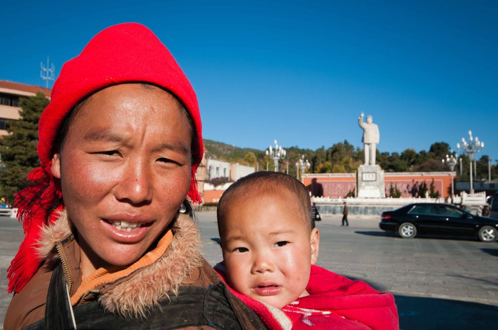 Lijiang mother with child
