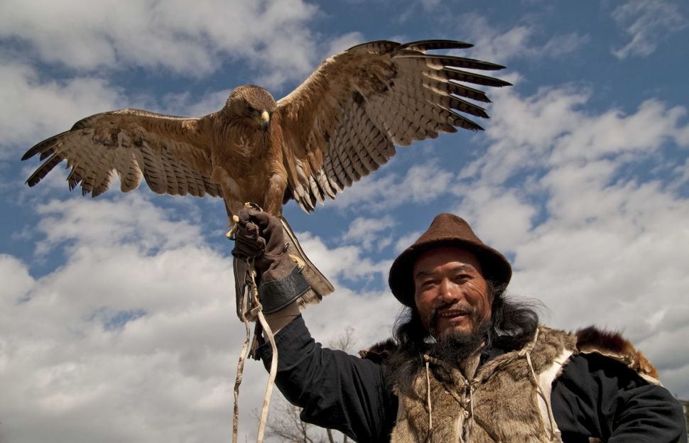 Man with an eagle, Lijiang