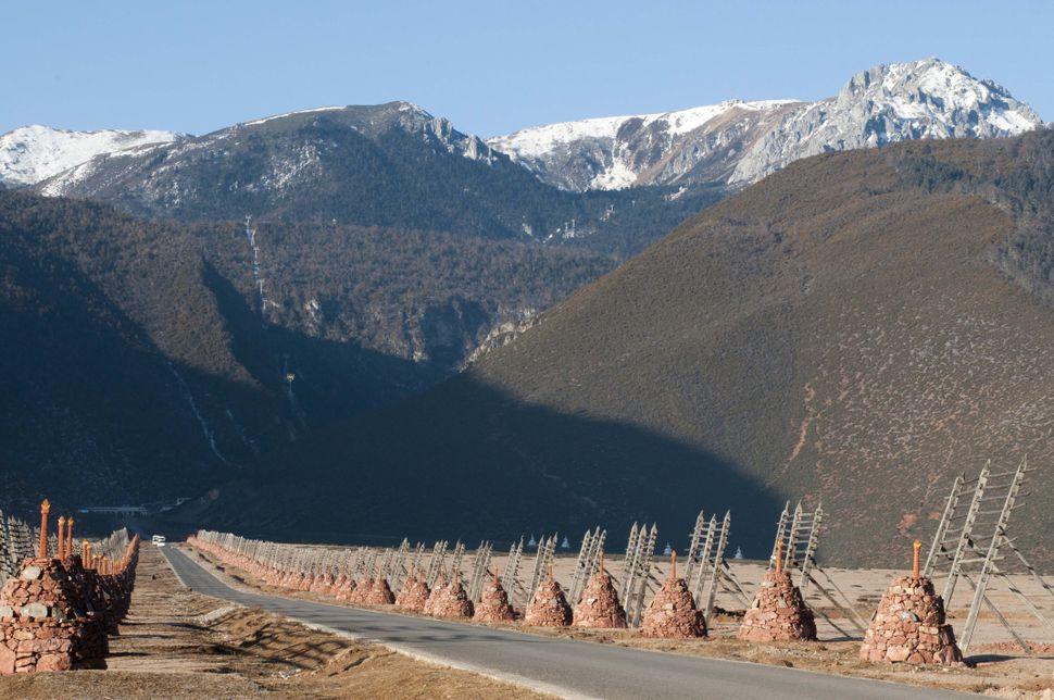 Road to cable car to Shika mountain, Shangrila