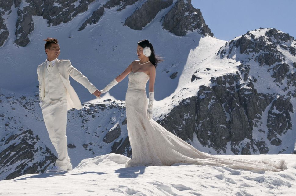 Wedding couple on Yulong mountain (4860m)
